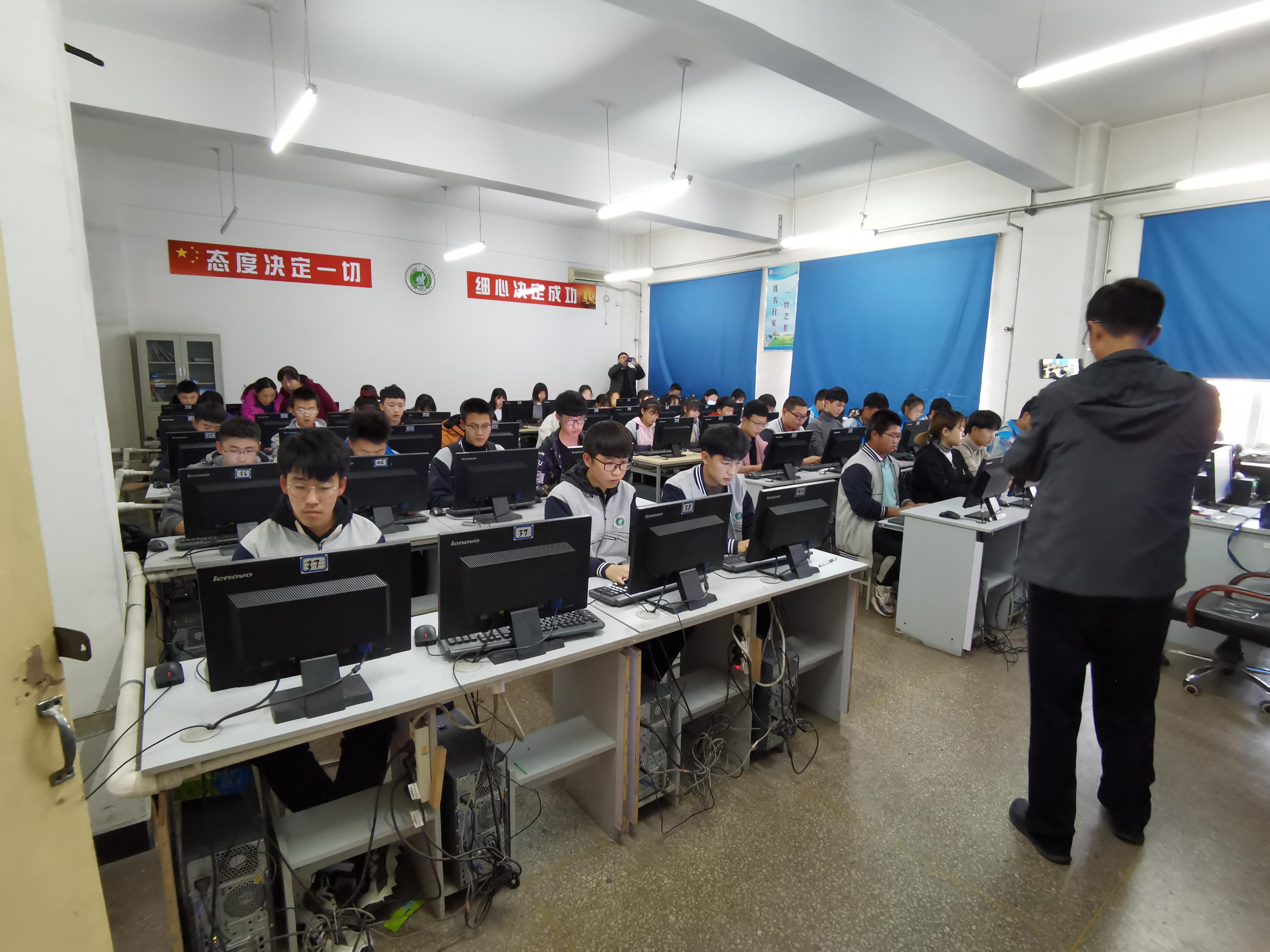 计算机系--老师分发考题.jpg