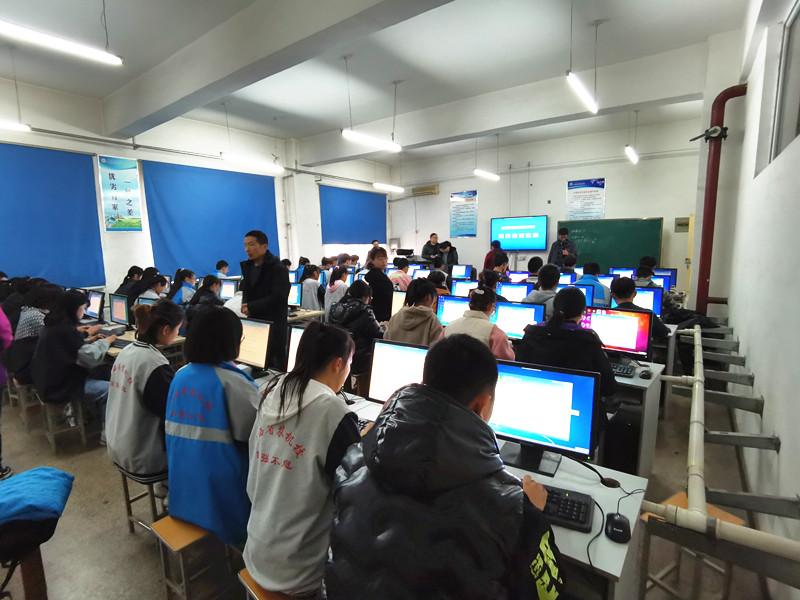 计算机系--学生紧张比赛3_副本.jpg